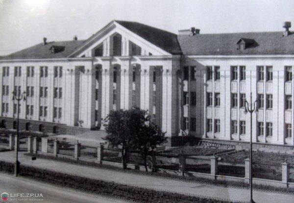 Вид на Запорожский индустриальный техникум, фото 50-х годов.