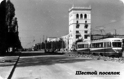 Этот кадр сделан уже после войны и восстановления разрушенных зданий.