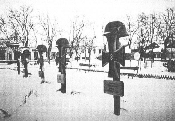 Находилось с 1941 по 1943 год в самом центре Запорожья. Здесь были похоронены герои третьего рейха. Сейчас это часть площади возле Свято-Покровского собора.
