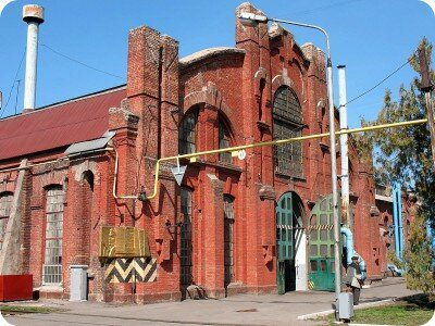Одно из зданий Екатерининских железнодорожных мастерских. Постройка 1902-1905 годов. Ныне входит в комплекс Запорожского электровозоремонтного завода.