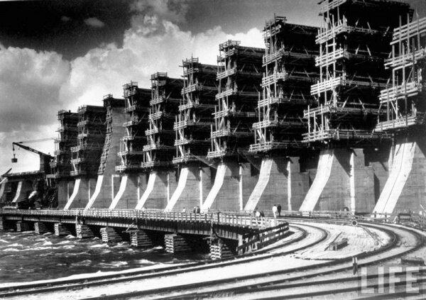 Строительство плотины ДнепроГЭС. Фотография начала 30-х годов.