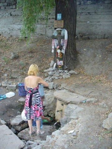 """Святой источник иконы Тихвинской Богородицы. Находится возле завода """"Сувенир"""" на Калантыровке."""