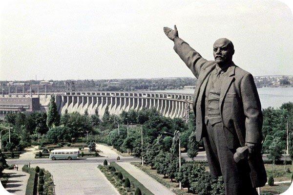 60-е годы, вместо второго шлюза - дорога на ДнепроГЭС