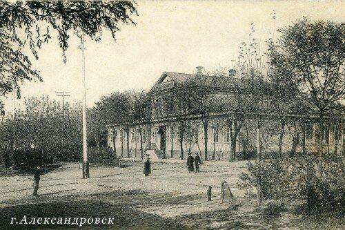 С 1806 года Александровск становится уездным городом.