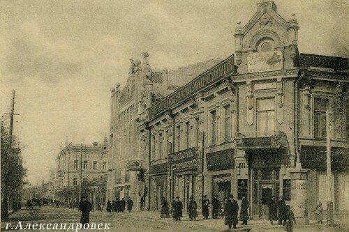 В 1770 г. на левом берегу Днепра заложена Александровская крепость, с 1775 по 1921 гг. - это населенный пункт, Александровск.