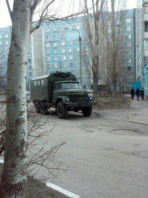 Улица Рубана. Два военных автомобиля. Один без номеров (ЗИЛ).