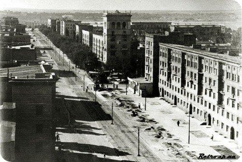 Молодой проспект Ленина и проспект Металлургов. Ретро фото.