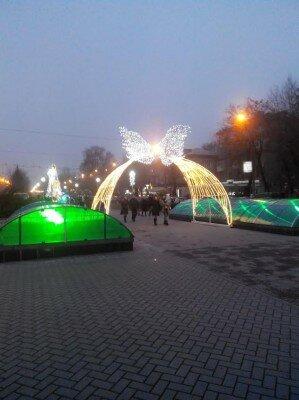 Новогодняя арка на бульваре