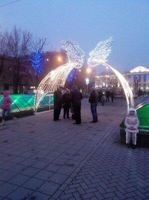 Городской голова Александр Син и его заместители под аркой на Бульваре Шевченко