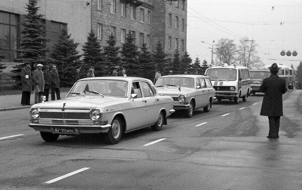 Парад автомобилей, 1977 год