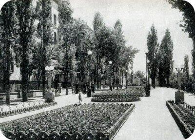 По улице Леонова, район бывшего Горсовета (ныне Запорожское городское УМВД)