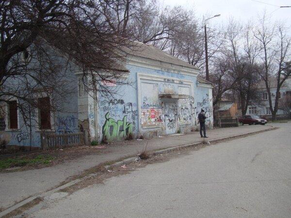 Нынче красивое здание превратилось в жутковатое полузаброшенное. улица Кремлевская (Правый берег)