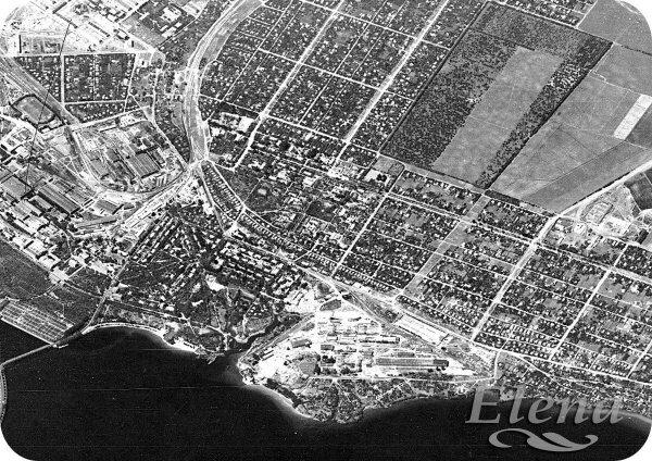 1965 год. Район правого берега у плотины Днепрогэс. Частный сектор в центре снимка, поля и сад справа вверху - будущий Бородинский микрорайон.