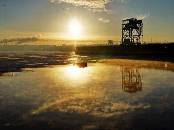 Рассвет над плотиной ДнепроГЭС