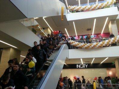 Внутри ТРЦ «Аврора», открытие многих бутиков