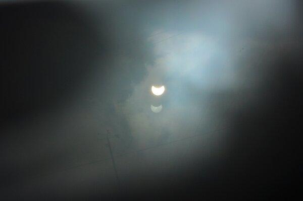 Вот такое удивительное двойное затмение удалось снять 20.03.15 в 12.25