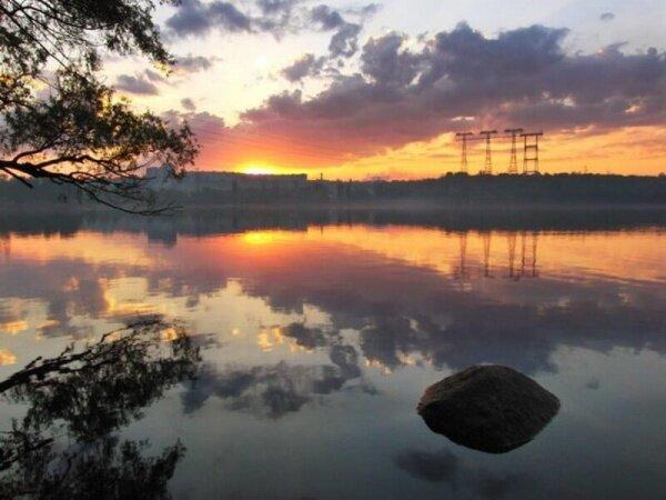 Закат на Днепре с видом на три мачты