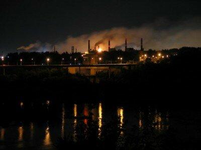 Запорожские заводы ночью