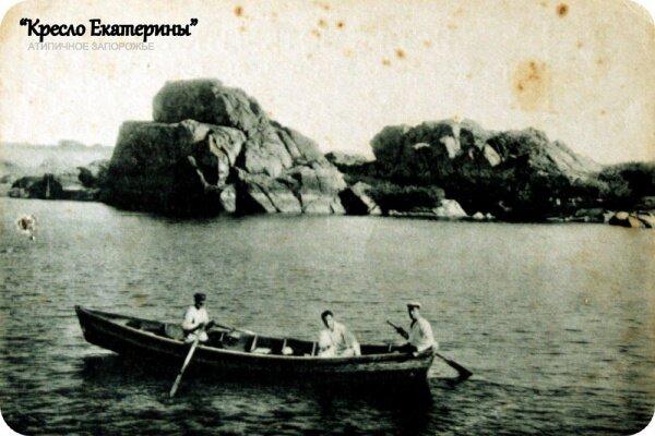 Группа Днепровских скал у плотины ДнепроГЭС, еще их называют Столпы, Стоги.