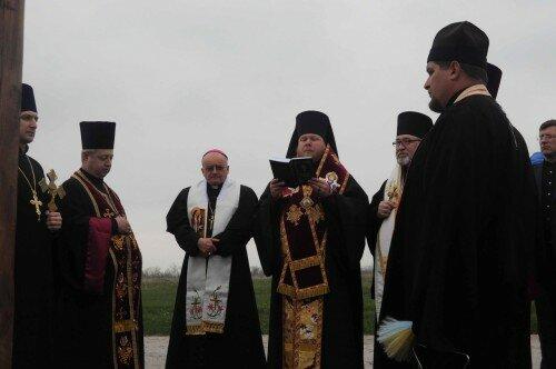 Место креста освятили священнослужители разных конфессий