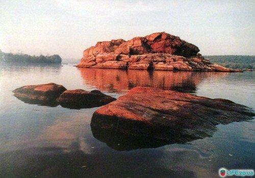 Остров Дубовый вблизи острова Хортица