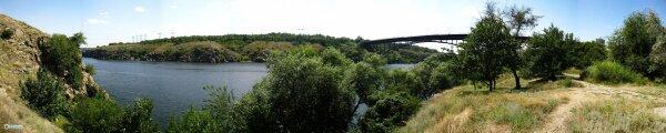 Панорама: остров Хортица в районе арочного моста