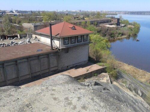 Вид с отвалов «Коксохима» склады, доки и место ремонта яхт