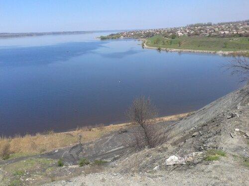 Вид с отвалов «Коксохима» на залив «Кичкас»