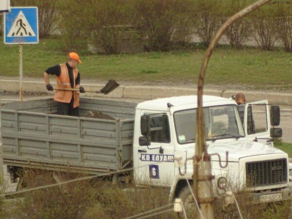 Вот так ремонтируют дорогу по ул. Новокузнецкой (дорога вся в ямах)
