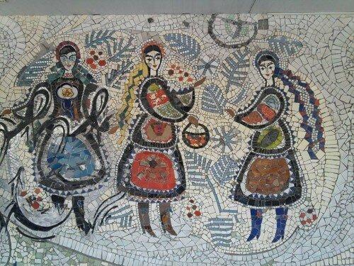 """Украинская мозаика на кафе """"Снежинка"""". Теперь здесь McFoxy."""