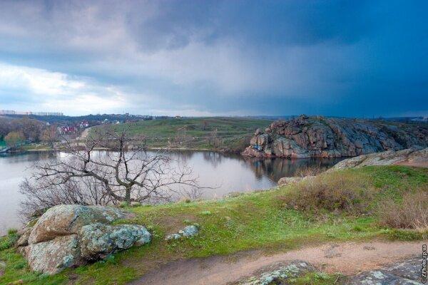 В ожидании ливня... Остров Хортица, скала Наумова, 4 апреля 2015 год.