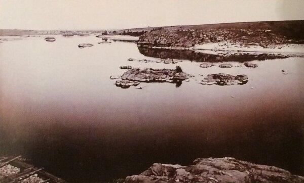 Вид на Днепр и урочище Сагайдачного с Совутиной скалы.