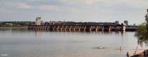 Вид на плотину ДнепроГЭСа с верхнего бьефа