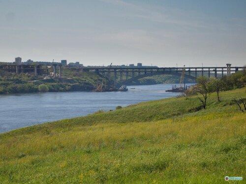 Вид с острова Хортица на малый одноарочный мост Преображенского