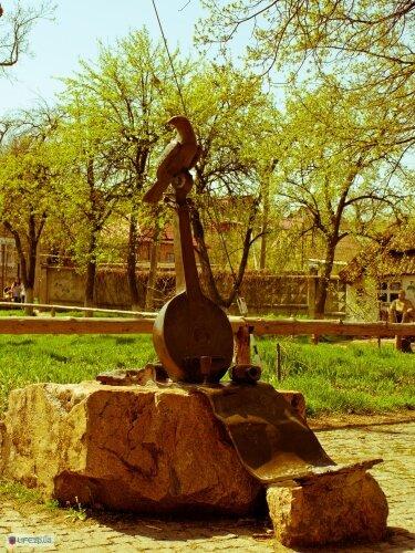 Скульптуры из дерева рядом с Запорожским Дубом