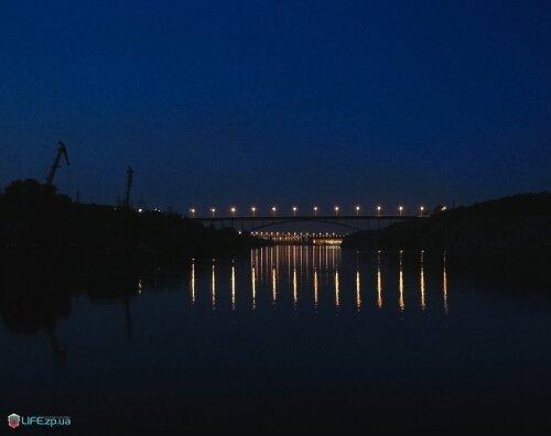 Ночной арочный мост через Днепр