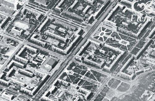 """Универмаг """"Украина"""", сквер перед цирком (цирка еще нет), пл. Маяковского (фонтана тоже нет). Можно рассмотреть памятник-ракету."""