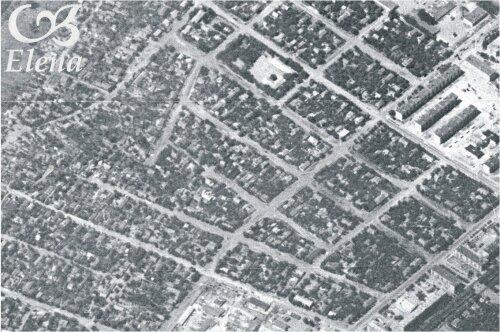 Поселок на месте нынешних улиц Запорожской и Украинской. Внизу по центру - уголок Малого рынка. Вверху справа - пятиэтажки по Украинской.