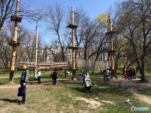Новый веревочный городок в парке Дубовая роща.