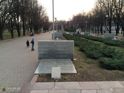 Деревья Аллеи Славы были посажены Героями Великой Отечественной войны