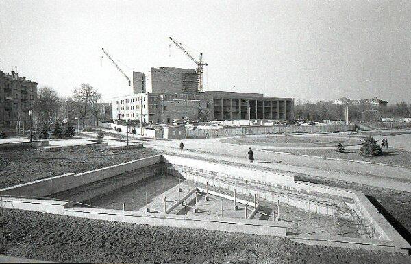ДК «Днепроспецсталь» только строится (70-е годы)