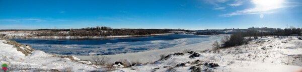 Вид с Вырвы на замерзший Днепр и остров Хортицу