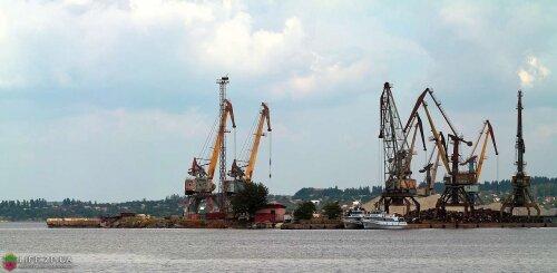 Краны в порту Ленина (2012 год)