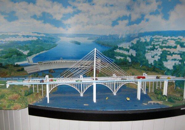 Макет новых запорожских мостов через Днепр