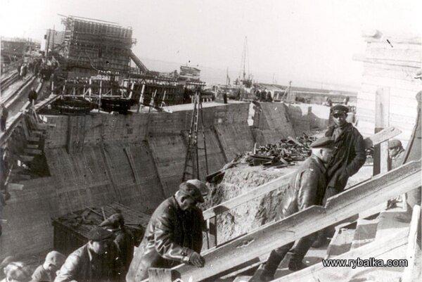 Начальство на строительстве плотины ДнепроГЭС