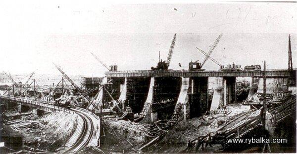 Паровые экскаваторы и краны на стройке ДнепроГЭС