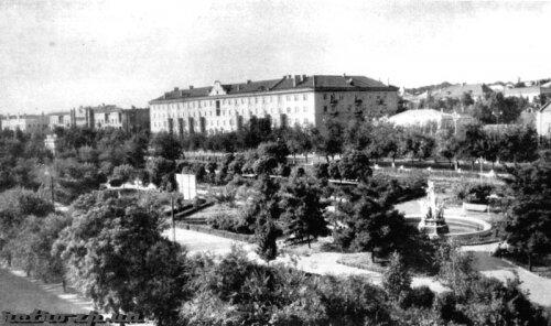 Пионерский сквер, окрестности улицы Анголенко (50-е годы)