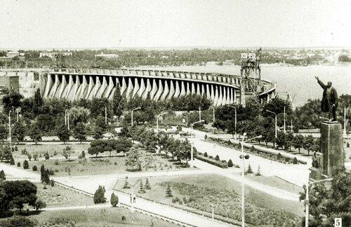 Плотина ДнепроГЭС в 60-е годы