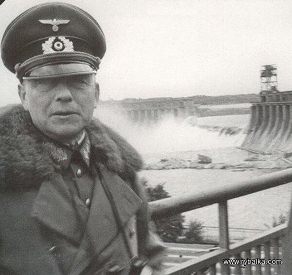 Плотина ДнепроГЭС после взрыва, 1941-1945 года