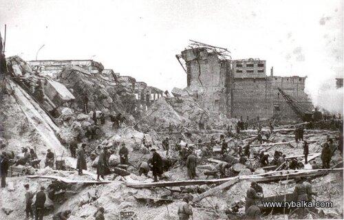Разрушенная плотина ДнепроГЭС